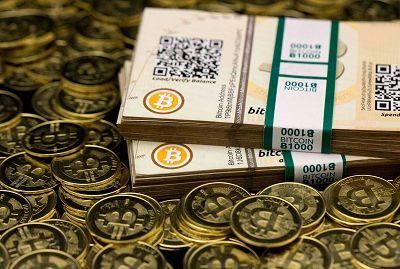 Монеты и купюры Биткоина